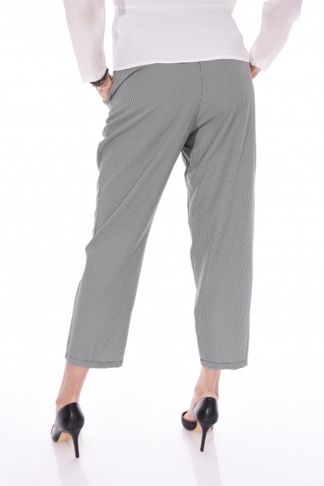 Pantaloni casual lejeri in carouri cu cordon in talie