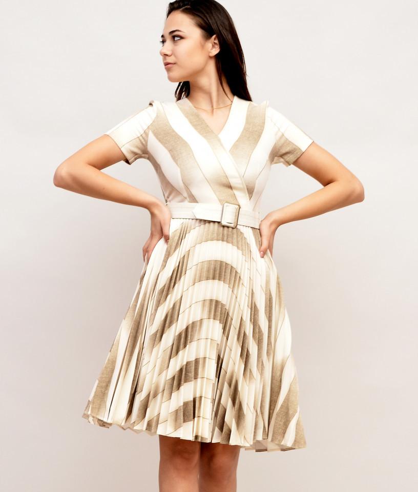 Rochie Bej cu fusta plisata si curea