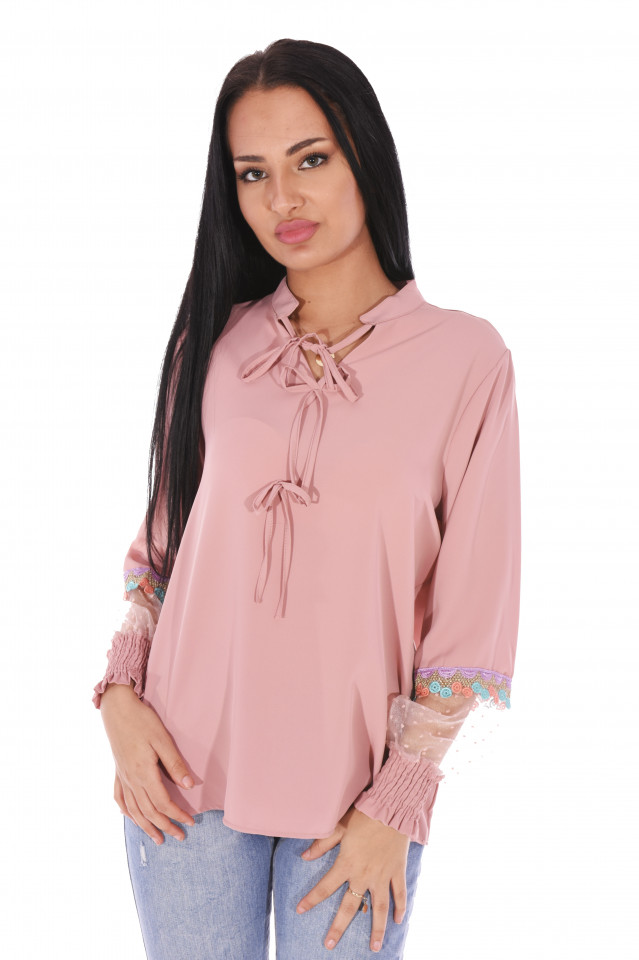 Camasa eleganta cu broderie si tull pe maneci- roz -