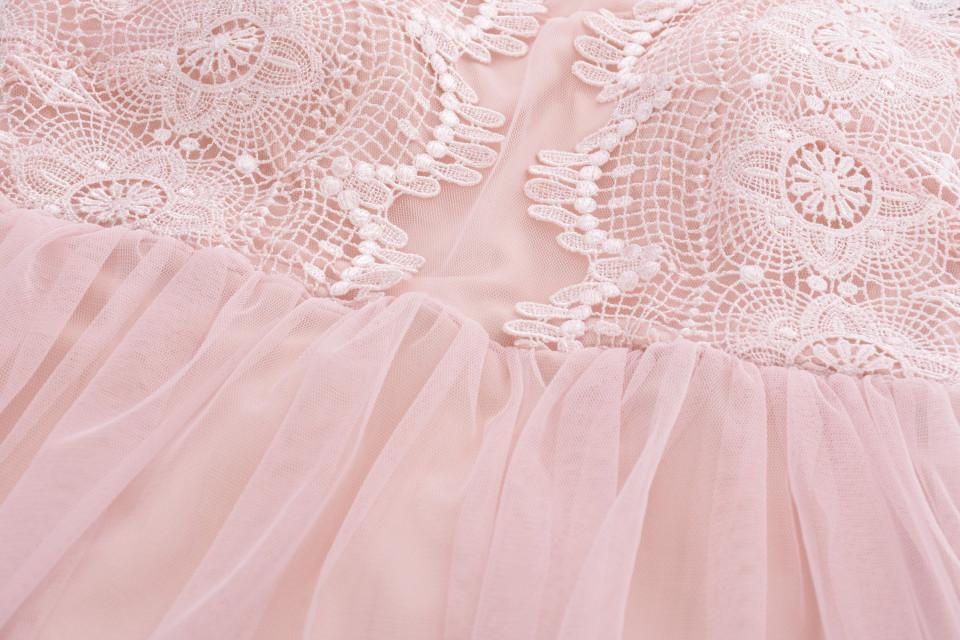 Rochie mini din broderie si tull fara maneca-roz prafuit-