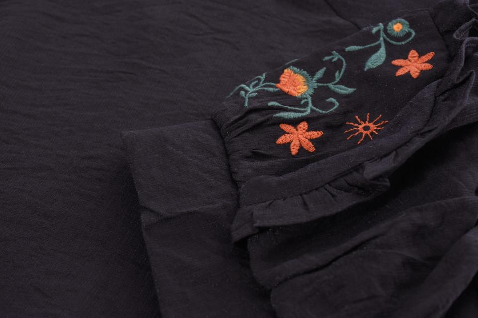 Bluza dama cu maneca scurta si broderie florala-negru-E
