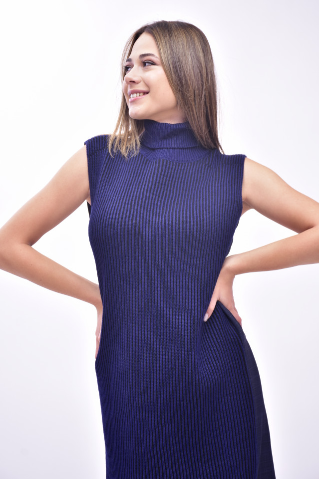Rochie midi din tricot cu guler inalt
