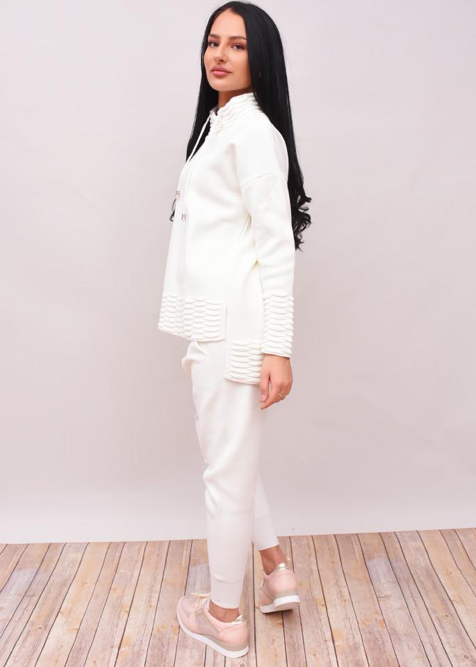 Compleu dama din doua piese din tricot alb cu guler inalt