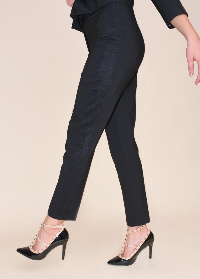 Pantaloni cu vipusca din dantela