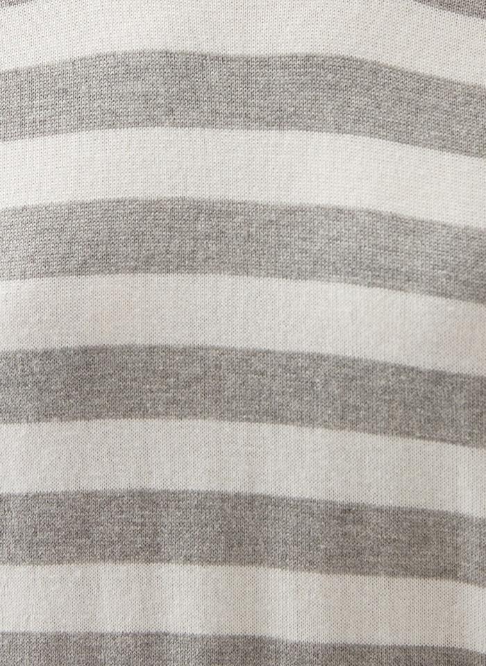 Pulover alb cu dungi gri