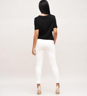 Pantaloni albi cu capsa