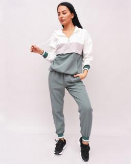 Pantaloni sport cu vipusca