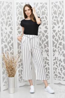 Pantaloni 3/4 albi cu dungi