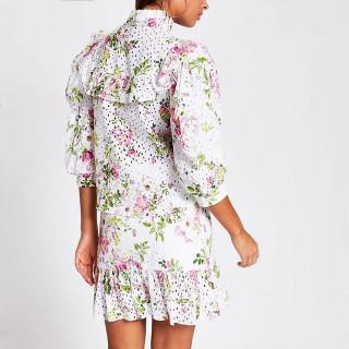Camasa brodata cu imprimeu floral si maneci bufante
