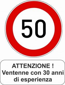 MAGLIETTA IN 100% COTONE UOMO/DONNA PER 50 ANNI TITOLO: ATTENZIONE immagini