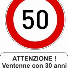 MAGLIETTA IN 100% COTONE UOMO/DONNA PER 50 ANNI TITOLO: ATTENZIONE