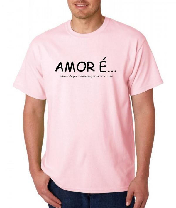Imagens T-shirt  - Amor é estares tão perto que consegues ler esta t-shirt