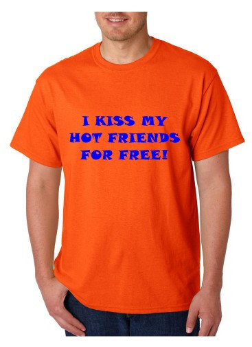 Imagens T-shirt  - I Kiss Hot Friends For Free