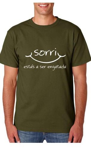 Imagens T-shirt  - Sorri estas a ser engatada