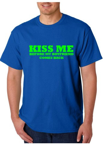 Imagens T-shirt  - Kiss Me  Before My Boyfriend Comes Back