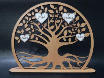 Árvore da vida com corações e nomes