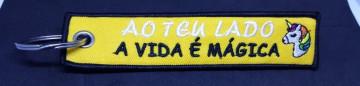 """Fita Porta Chaves com """"Ao teu Lado a Vida é Magica"""""""