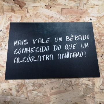 Placa Decorativa em PVC - Mais vale um Bêbado conhecido que um Alcoólatra anônimo