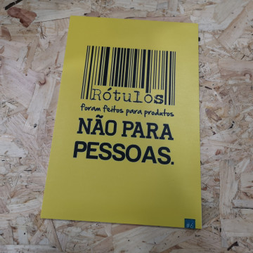 Placa Decorativa em PVC - Rótulos foram feitos para produtos. Não para pessoas