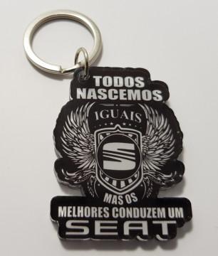 Porta chaves em acrílico - Todos Nascemos Iguais (Seat)
