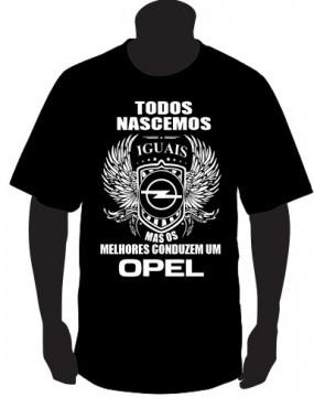 T-shirt com Todos Nascemos Iguais (Opel)