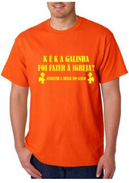 T-shirt  - K É K A Galinha Foi Fazer Á Igreja Assistir Á Missa Do Galo