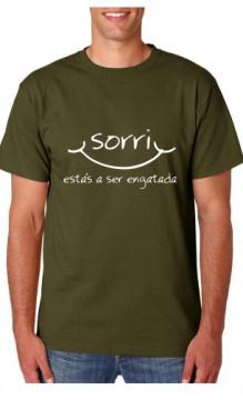 T-shirt  - Sorri estas a ser engatada
