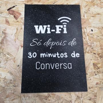 Placa Decorativa em PVC - Wi-fi Só Depois De 30 Minutos De Conversa