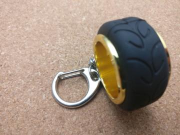 Porta Chaves - Jante com pneu - Dourado