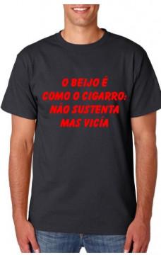 T-shirt  - O Beijo como o cigarro Não sustenta mas vicía