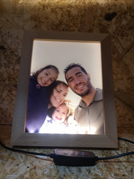 Moldura Iluminada Com Foto a Cores