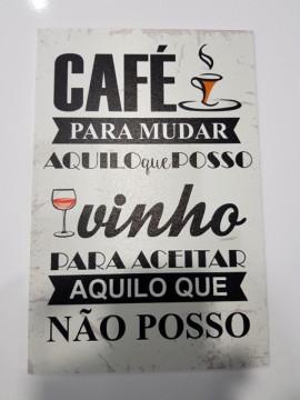 Placa Decorativa em PVC - Café para mudar aquilo que posso, Vinho para aceitar aquilo que não posso.