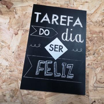 Placa Decorativa em PVC - Tarefa do dia Ser FELIZ