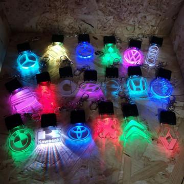 Porta-chaves com iluminação Multicor (RGB) com Logo de marca à escolha