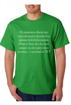 T-shirt  - Os psiquiatras Dizem que uma em Quatro Pessoas têm alguma deficiência mental.
