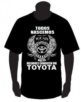 T-shirt com Todos Nascemos Iguais (TOYOTA)
