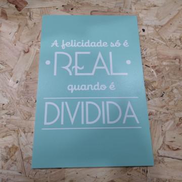 Placa Decorativa em PVC - A felicidade só é REAL quando é DIVIDIDA
