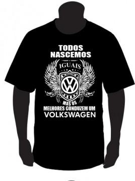 T-shirt com Todos Nascemos Iguais (Volkswagen)