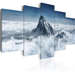 Kép - A peak rising above the clouds