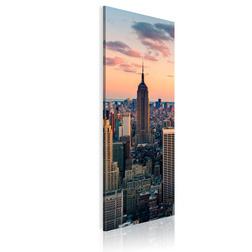 Kép - Solitary skyscraper