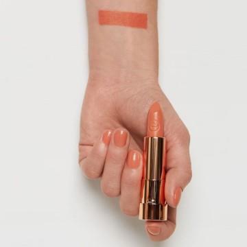 Ruj essence this is me. lipstick 10