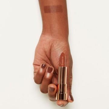 Ruj essence this is me. lipstick 18