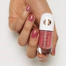 Lac de unghii essence this is me. gel nail polish 06