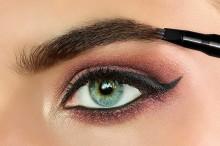 Creion pentru sprancene Catrice Brow Comb Designer Pro 030