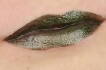 Ruj Essence  metal shock lip paint 06