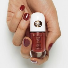 Lac de unghii essence this is me. gel nail polish 17