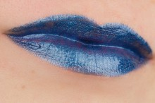 Ruj Essence metal shock lip paint 01