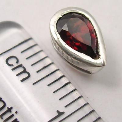 Cercei Argint 925 cu Garnet, 0.8cm lungime