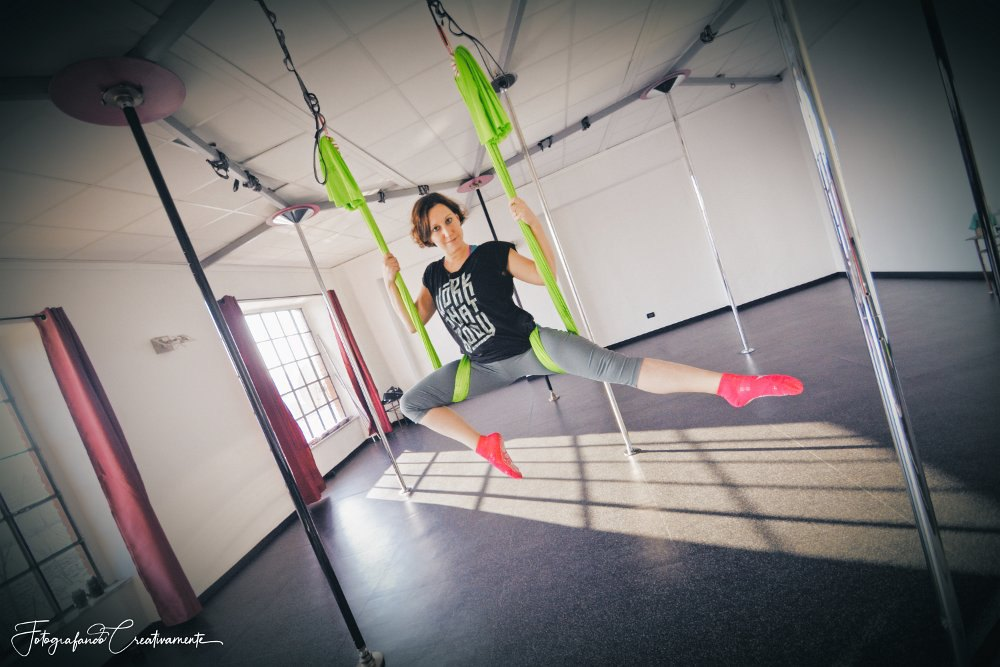 Costruire Una Struttura Per Amaca.Amaca E Aeiral Stoffe Guida Italia Pole Dance Shop Negozio Aeiral