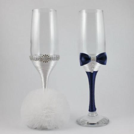 Pahare nunta decorate alb si bleumarin PN002